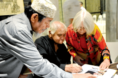 Khalil-Ibrahim-signing-a-book-for-Awang-Damit-Ahmad