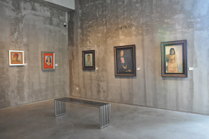 Portrait-Hall