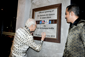 Tan-Sri-Kamarul-Ariffin-officiating-the-opening-of-KLAS-at-Jln-Utara